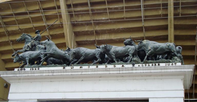 La Plaza México está rodeada de 24 esculturas de Alfredo Just Jimeno. Foto: Cortesía Plaza México