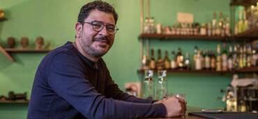Chef Rodolfo Castellanos platica en Bar Emprende. Crédito Tattu Media